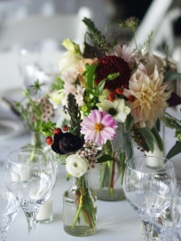 Oreonta house woodstock wedding mason jar centerpiece with garden rose dahlia and wildflowers and bud vase